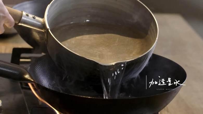 干煸四季豆&养生羊蝎子,热锅,倒入大量水,放入羊蝎子