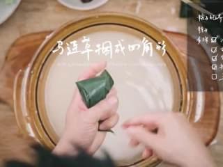 粽子&芥菜咸蛋汤,马莲草捆成四角形
