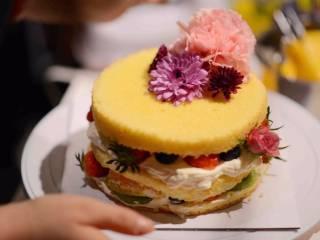 #春日烘焙教室#裸蛋糕,鲜花装饰;