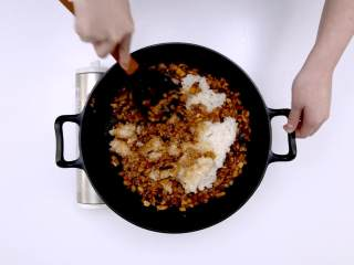 烧麦,加八分熟的糯米饭炒匀