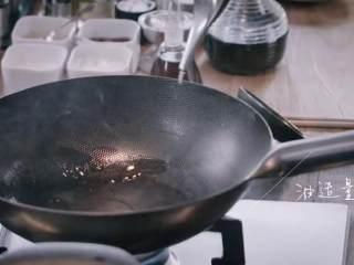 汆三样&芝麻烧饼 ,取炒锅加入适量油