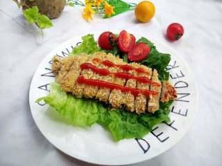 烤猪排 #健康美颜餐#,取出切小块~按自己喜欢挤上番茄酱或沙拉酱都可以哈