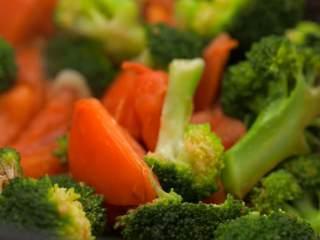 番茄烧菜 竟也有那么多小技巧,3-6 加生抽、盐,翻炒均匀,即可出锅