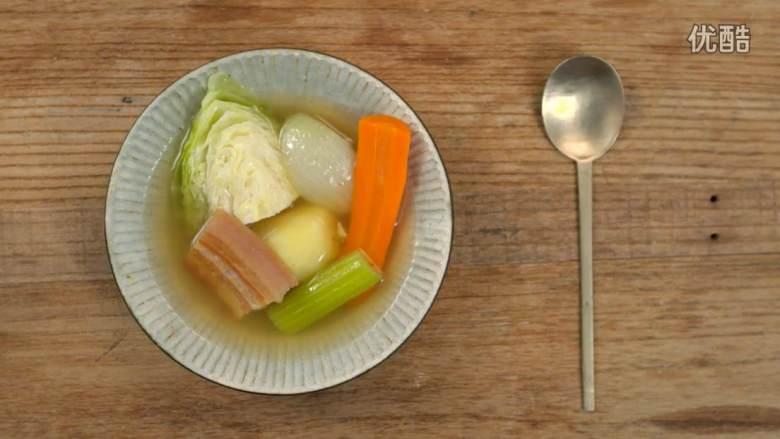 腌肉蔬菜浓汤
