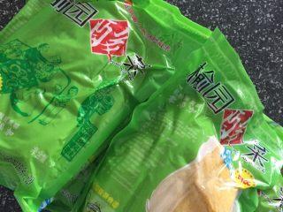 排骨酸菜炖粉条,淘宝买来的酸菜 两个人吃半颗足够
