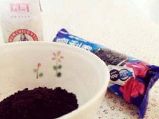 盆栽酸奶(夏日里的小清新),准备原料,酸奶可以先冷藏一会儿哒。