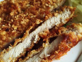 小芽早餐-日式炸猪排(烤箱版非油炸) ,看着是不是很有食欲呀,肉质鲜嫩,表皮酥脆,非油炸健康版