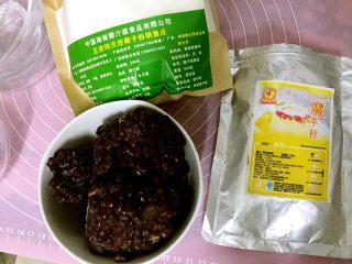 蜜豆椰奶冻,准备食材,蜜豆,椰子粉和魔芋粉。魔芋粉:水=1:200。