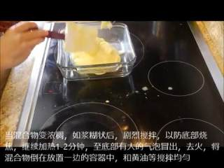 让我们一起来做奶黄酱pastry cream,浓稠后剧烈搅拌,加热1-2分钟到有大的气泡冒出,关火和黄油等搅拌均匀后覆膜冰箱冷藏待用