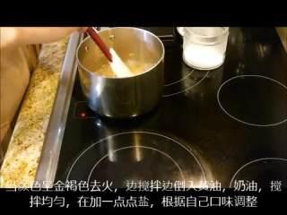 肉桂卷红豆卷part2红豆卷,颜色呈金褐色时关火搅拌倒入黄油、奶油、盐
