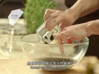 最浪漫的情人节特餐 米兰之吻,500ml温水、5g盐混合溶解,加入5g酵母粉溶解,加入竹炭粉