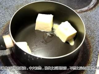 蛋蛋蛋蛋料理——班尼迪克蛋,中火融化黄油,然后放凉