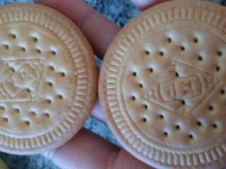 绿豆饼,绿豆泥等量分配,取两个做好的饼干前后夹层中间夹着分配好的绿豆泥