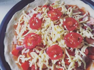 金枪鱼脆皮肠披萨🍕