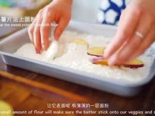天妇罗,红薯片沾上面粉