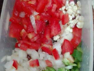 果蔬披萨,除番茄外,其它材料都煸炒一下