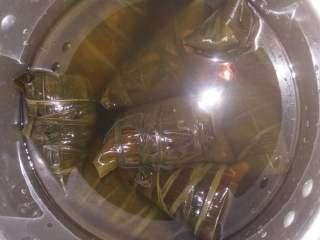 甜咸粽子,粽子放入高压锅内,水一定要加足,上气转中小火1小时左右关火,焖一下没气再开锅。