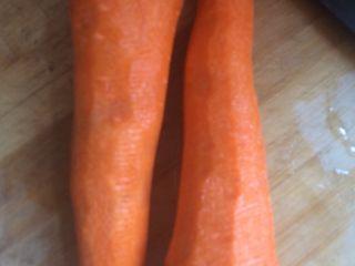 猪肉萝卜馅饺子,萝卜削皮洗净