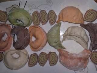 五彩米筛爬(五彩面条) (家乡美食),五彩大馄饨,五彩饺子。