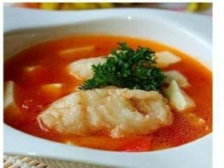 番茄豆腐鱼🐠,可以加入少许胡椒粉,撒点香菜,或者葱花,就可以吃了