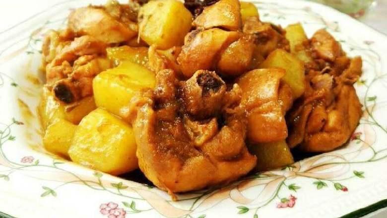 土豆炖鸡块,盛盘即可