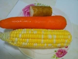鲜美鸡汤,所用食材洗净分别切成小块
