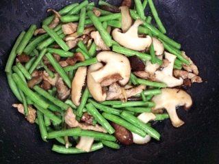 豆角焖面,加香菇