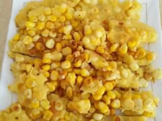 玉米餅,切小塊裝盤