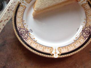 自制三明治,面包片用刀对切成两片三角形