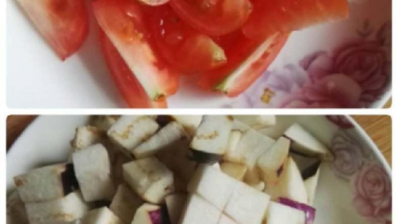 番茄烧茄子,切切好,<a style='color:red;display:inline-block;' href='/shicai/ 58'>茄子</a>我是切丁,容易炸好。