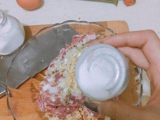 肉丸鲜汤面,ps:我这是一斤多一点的馅,双人量再加一只狗🐶。这是盐
