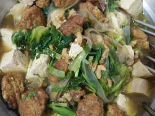 丸子虾仁汤,出锅之前洒点香菜就好了!