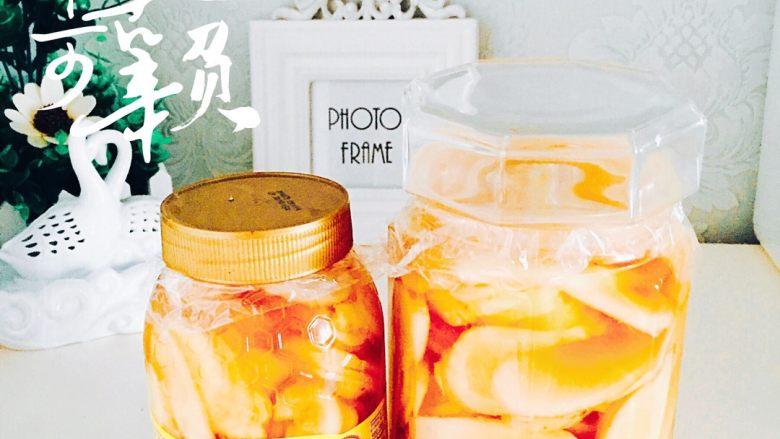蜂蜜米醋泡姜#有个故事#,打上保鲜膜封口、放入冰箱冷藏24小时即可食用、但是记住、姜都是早上吃的、每天早上吃个4、5片就可以了、午后以后就不要吃姜了😊😊😊