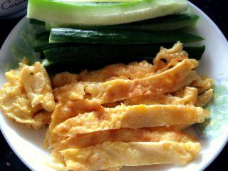 寿司🍣,黄瓜鸡蛋切条。