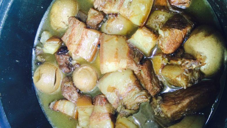 肉夹馍,小火炖煮俩小时以上,这样出来的肉香而不腻!