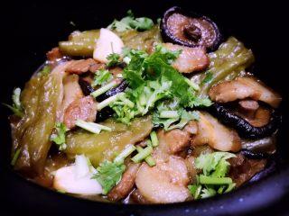 五花肉香菇苦瓜煲