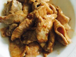 彩椒炒肉片,盛出备用