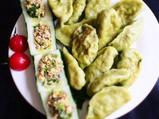 素饺子,下好饺子,装盘即可
