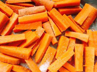 鱼露酱咸菜#有个故事#,切成这样的条就可以了……