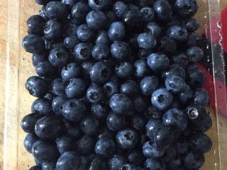 蓝莓酱 ,蓝莓洗净控干水分