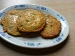 胡萝卜丝饼,12.用筷子播透时就可以成盘里