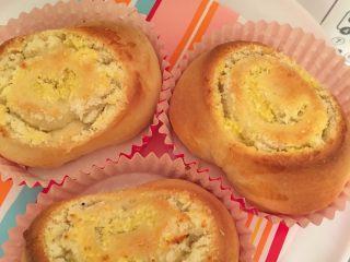 椰蓉馅奶香面包