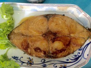香煎马鲛鱼,装盘上桌食用