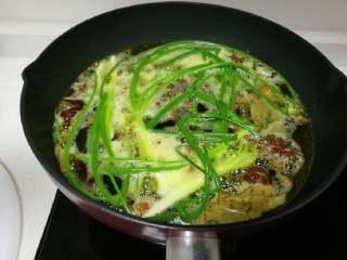 秘制糍粑辣椒酱,中微火🔥慢慢熬制,切记火候不可大,大而达不到香味且会糊