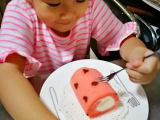 织女也疯狂 — 【爱心蛋糕卷】,用多余的戚风皮给老大做了水果奶油蛋糕卷,被秒杀。。。
