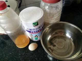 当杨梅遇上面粉,准备好食材,不好意思亲们,我忘了拍面粉