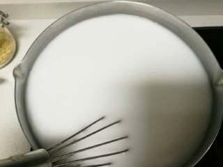 豌豆凉粉,粉与水混合搅拌均匀成粉浆
