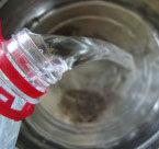 酸葡萄也有春天:自制葡萄汁 ,蒸锅里擦干水分,倒进去矿泉水