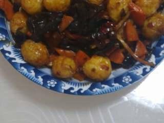 虎皮鹌鹑蛋,翻炒均匀出锅。