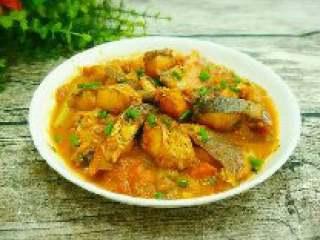 西红柿炖鱼,14. 西红柿炖鱼块做好盛出来撒上葱花即可。
